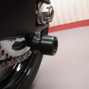 SUZUKI-swingarm-sliders-Black-3